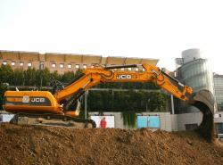 """JCB pune,, umarul"""" la constructia metroului din Milano"""