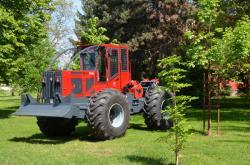 Made in Romania: Tractorul articulat forestier realizat de IRUM