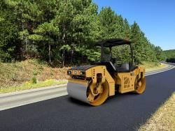 CAT, cu noul CB 10, imbunatateste calitatea compactarii asfaltului