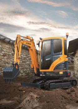 HYUNDAI  a prezentat in premiera mondiala noul mini excavator la SaMoTer 2017