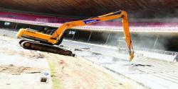 Ciocanele hidraulice Atlas Copco demoleaza Stadionul Mineirao