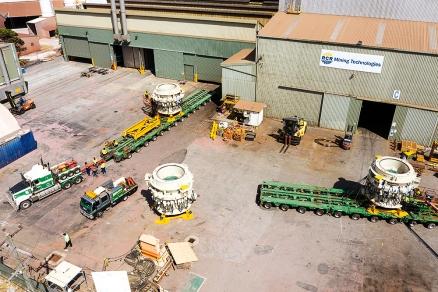 Spectacular heavy transport over 1,400 kilometres in Australia: SCHEUERLE WideCombi ensures high transport efficiency for Doolan's Heavy Haulage
