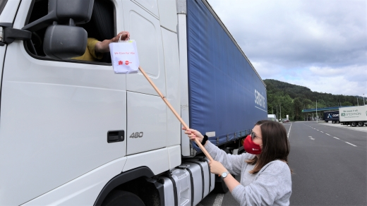 UTA provides truck drivers in Austria with protective masks and disinfectant