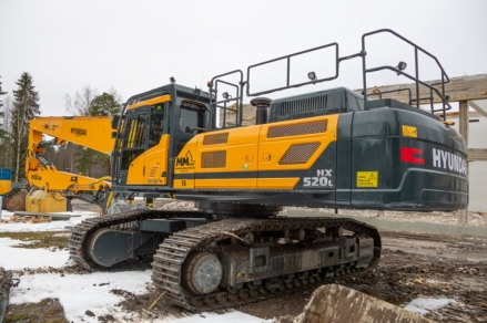 High and Mighty Hyundai HX520L makes light work of demolishing Finnish College