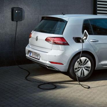 Porsche România intră pe piața stațiilor de încărcare pentru mașini electrice prin lansarea mărcii MOON