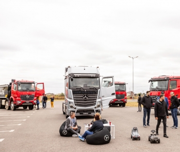 ROAD SHOW MERCEDES-BENZ TRUCKS