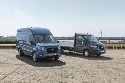 Ford anunță cea mai puternică și capabilă autoutilitară de până acum - un Ford Transit de 5,0 tone pentru sarcini utile mai mari și carosări speciale