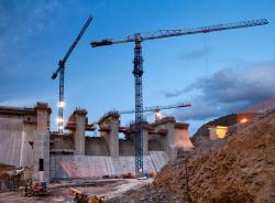Hidrocentrala de la Baixo se construieste cu macarale Linde Comansa