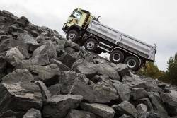Noua transmisie I-Shift cu trepte de forta poate porni de pe loc un camion de 325 de tone