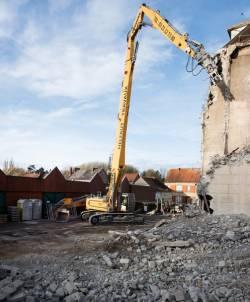 O achizitie noua - Liebherr R 960 Demolition, mai multe proiecte pentru compania
