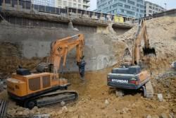 Pentru prima data in Europa, un excavator Hyundai de 120 de tone este utilizat in cadrul unui proiect major de demolare