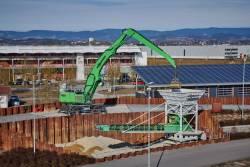 SENNEBOGEN si-a extins gama de masini pentru manipularea materialelor vrac si a deseurilor metalice cu noul excavator «verde» pe roti, 855 E Hybrid