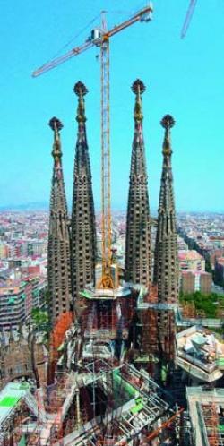 Macaralele Potain participă la constructia Sagrada Familia