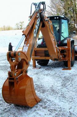 Noua Serie T de buldoexcavatoare CASE